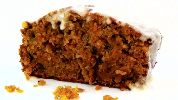 Простой морковный пирог с глазурью