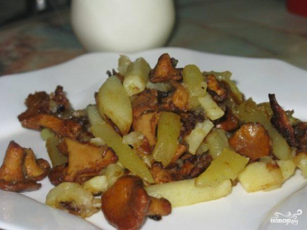 Картошка со свежими грибами жареная