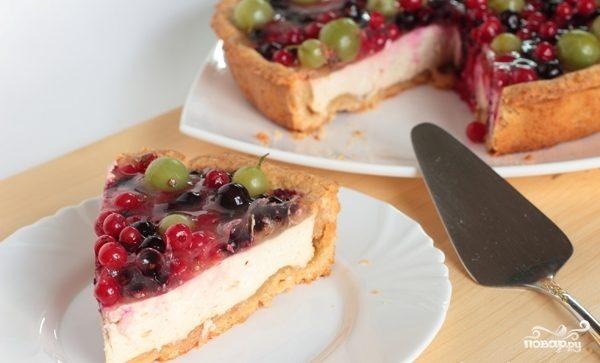Пирог с ягодами и желе