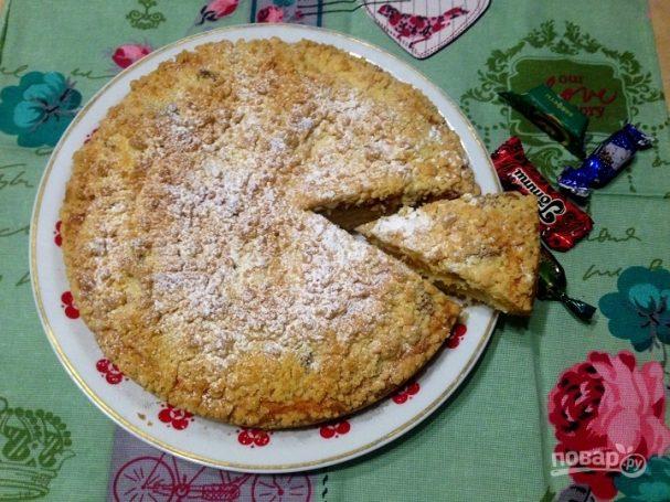 Пирог с вареной сгущенкой и штрейзелем