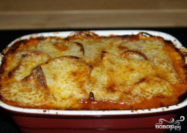 Колбасная запеканка с помидорами и фасолью