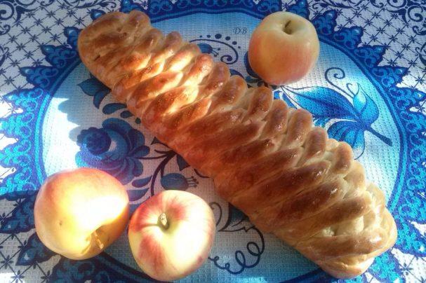 Сдобная плетенка с яблоками