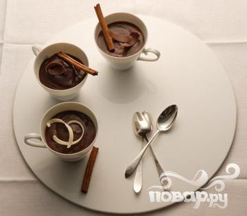 Легкий шоколадный пудинг с корицей