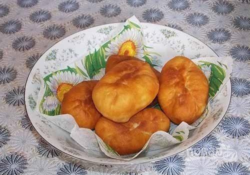 Пирожки с луком и яйцом на дрожжевом тесте