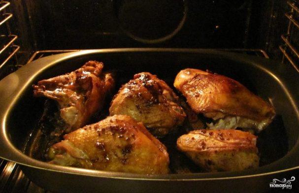 Курица кусочками в соусе в духовке