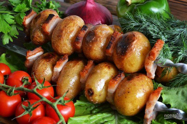 Шашлык из картофеля с салом