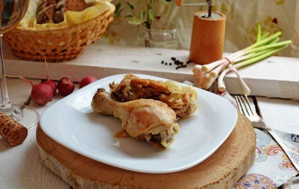 Курица, тушенная в белом вине