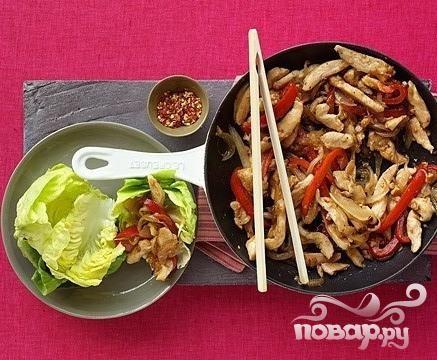 Жаркое из курицы с болгарским перцем и салатом