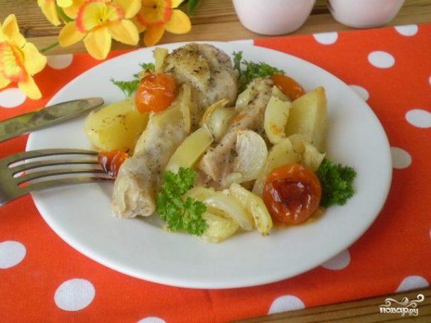 Курица в духовке с овощами и картофелем