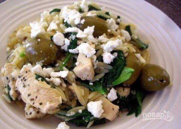 Теплый салат с рисом и курицей