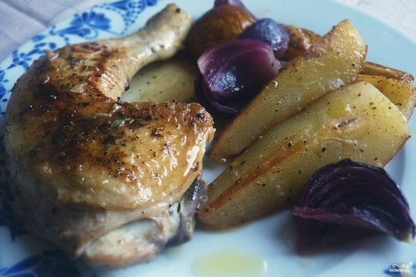 Курица в духовке с грушей