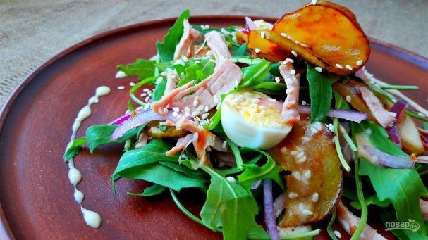 Вкусный салат с грушами и мясом