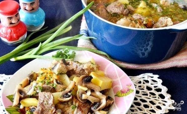 Жаркое из свинины с картофелем и грибами