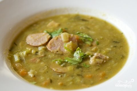 Суп гороховый с копченой колбасой