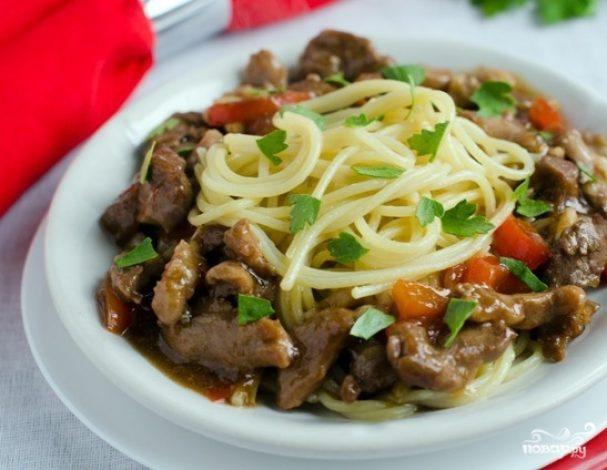 Спагетти со свининой в соусе