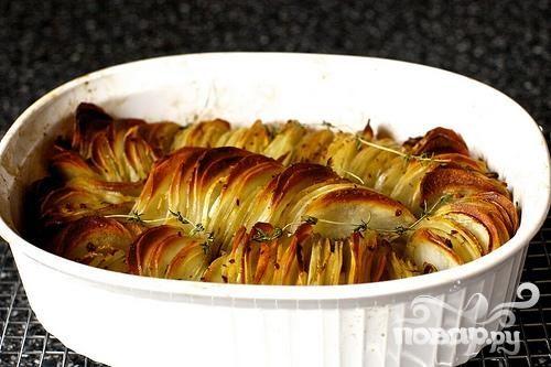 Запеченный картофель с луком и тимьяном