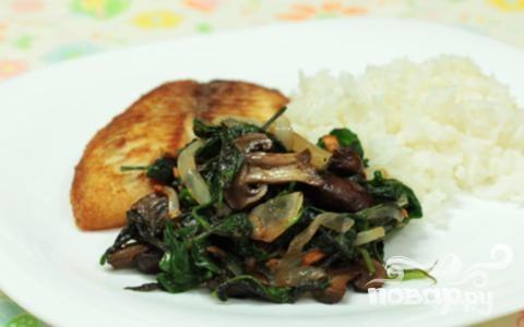Жареные грибы со шпинатом