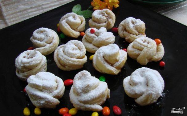 Печенье из слоеного дрожжевого теста