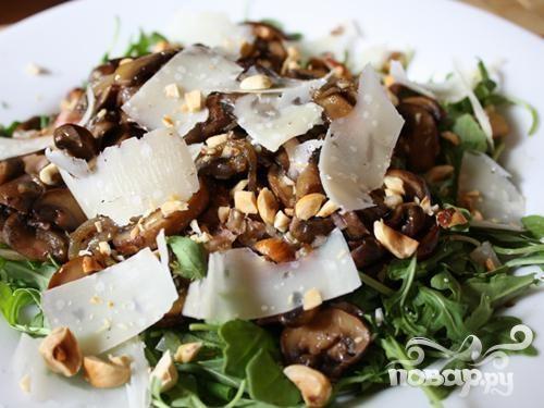 Грибной салат с фундуком и Пекорино