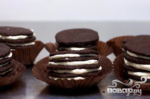 Шоколадное печенье со сливочным кремом