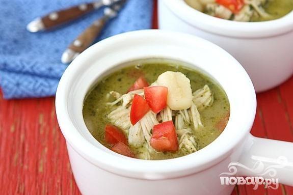 Суп с куриными грудками, ньокки и соусом Песто