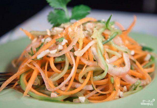 Салат из огурцов и морковки на зиму