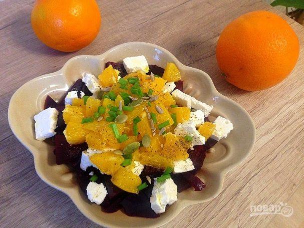Салат со свеклой, брынзой и апельсином