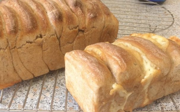Ароматный хлеб со специями и сыром