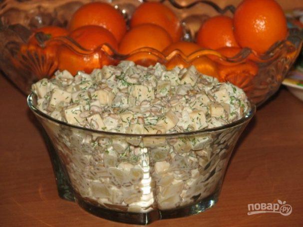 Салат из консервированных ананасов