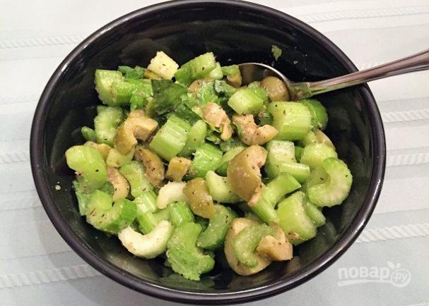 Салат из оливок и сельдерея
