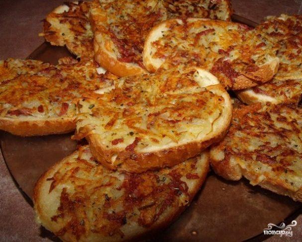 Бутерброды с колбасой на сковороде