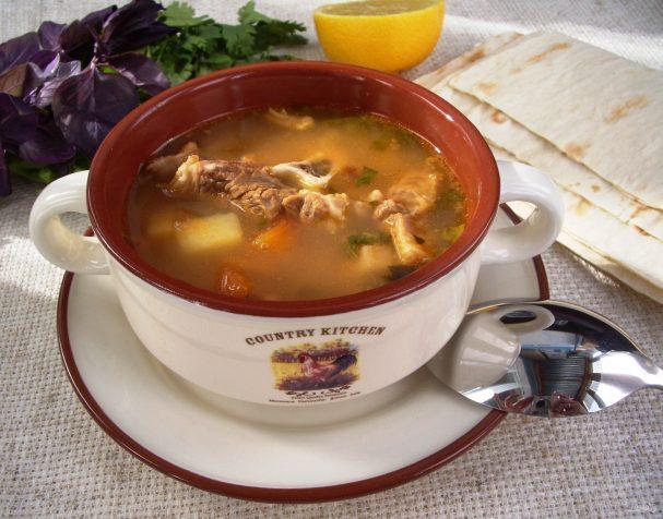 Мясной суп с курагой