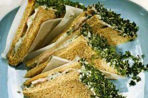 Куриный сандвич с кресс-салатом