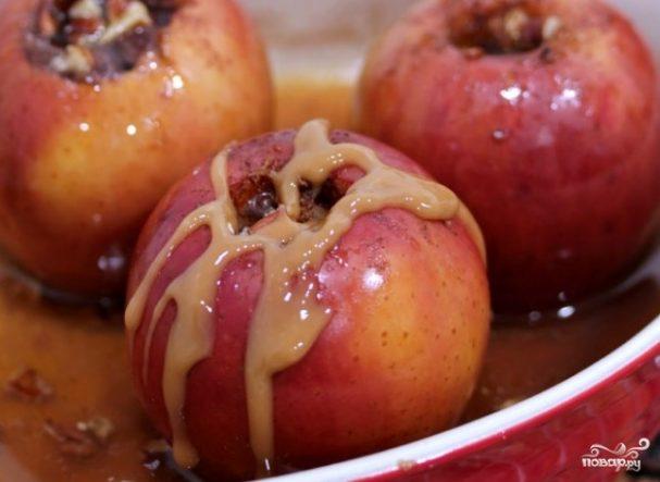 Запеченные яблоки в карамели