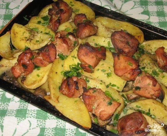 Картофель со свининой и грибами