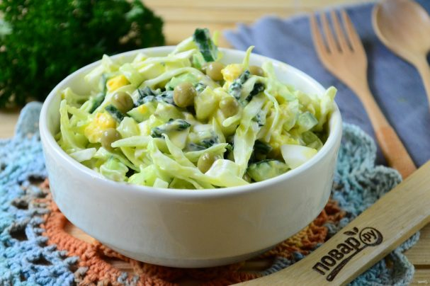 Салат из крапивы с яйцом и огурцом