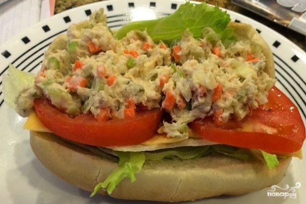 Простой салат с тунцом консервированным