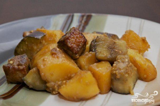 Тушенная утка с баклажанами и картофелем