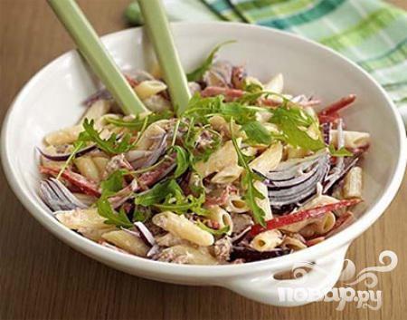 Салат с пастой и тунцом