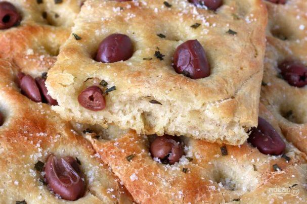 Фокачча с маслинами и розмарином