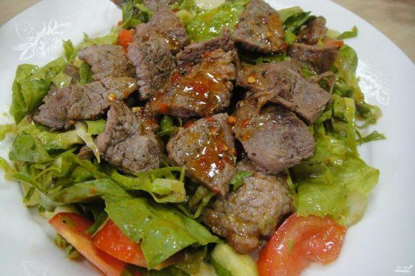 Американский салат со стейком