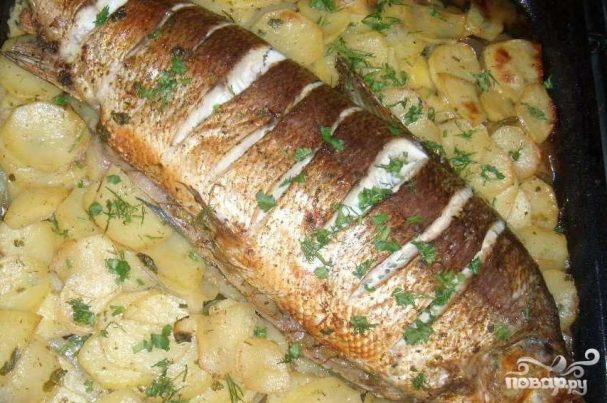 Муксун запеченный с картофелем