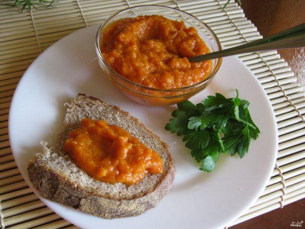Икра кабачковая с томатной пастой и чесноком