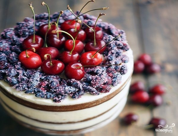 Открытый торт с ягодами