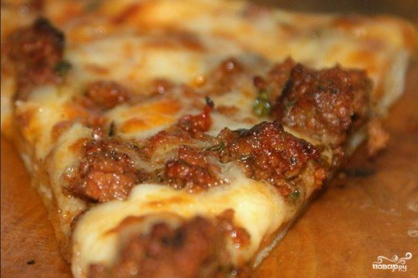 Пицца с фаршем и помидорами