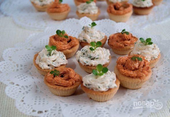 Закуски из тарталеток (с сыром и зеленью)