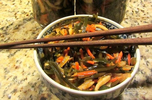 Салат из морской капусты и кальмаров