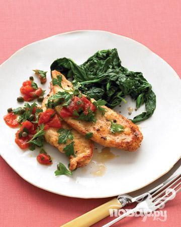 Жареная курица с томатной приправой и базиликом
