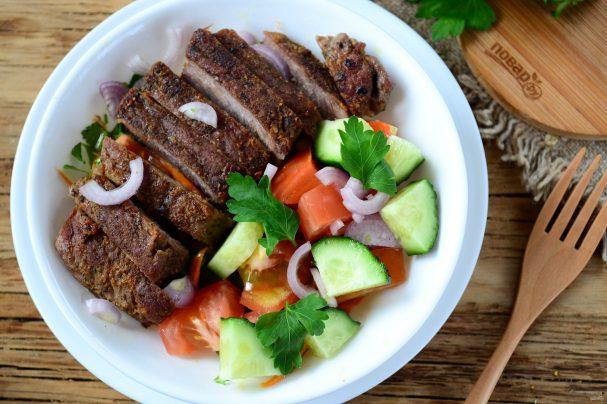 Салат из стейка с овощами