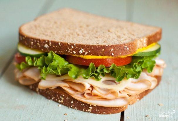 Бутерброды с колбасой на праздничный стол